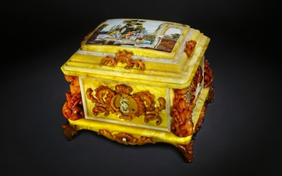 """Posazhennikov A.V., Kotov N.V., Russia Casket """"Touch and Smell"""" from the series """"Admiring the Amber Room"""", 2008"""