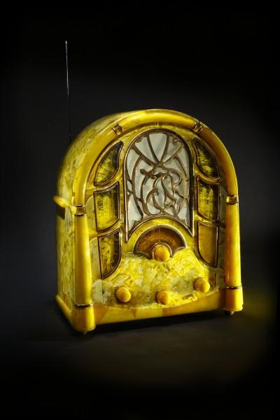 """Ретро-радио"". 2008 Автор Юрий Лопаткин. Калининград"